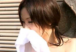 「えっ、ここ混浴!?」新人グラドルを女湯と騙して入浴させるドッキリ!