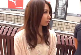 【素人】脱がすと美白のパイパンがびしょ濡れだった渋谷の美人カフェ店員