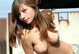 白人美女 vs 日本人美女