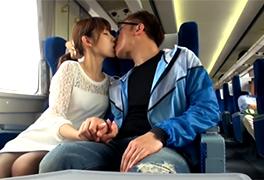 【個人撮影】友人に撮影させながら電車内でSEXする素人カップル