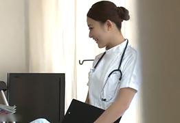 【盗撮】若くて勃起が収まらない学生に内緒でヤらせてあげる美人看護師