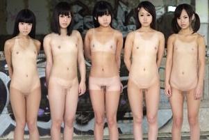 捕まったら即レイプ!全裸の少女たちが賞金賭けて無人島でサバイバル!