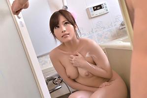 「お、お義父さん…」風呂で偶然鉢合わせた息子の嫁の若いカラダに我慢できず…