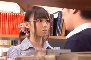 同僚に弱みを握られ閉館後の図書館で激しく腰を振る美人司書