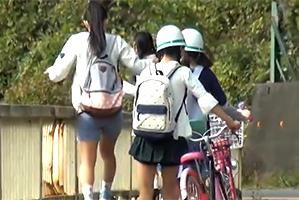 山梨の田舎を旅行中に見つけた少女たちを旅館に連れ込んで朝から晩までハメる!