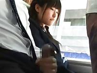 気弱そうな少女にバスの中で勃起チンコを見せつける