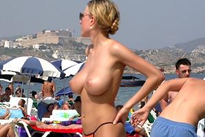 【画像】スーパーモデル級美女の裸が普通に拝める海外のヌーディストビーチ