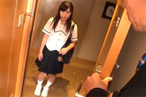 進路指導と称してロリコン教師にホテルに呼び出された身長147㎝の爆乳JK