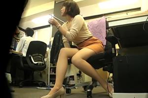 【盗撮】ずっと憧れだったスタイル抜群の女上司と2人きりでの残業中に大興奮のSEX!