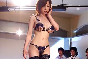 下着メーカーの新作発表会で公開輪姦されたスタイル抜群のキャリアOL『奥田咲』