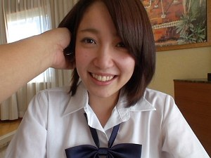 素朴な笑顔が可愛い女子校生の膣内をザーメンでベトベトに汚す