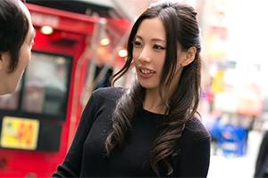 人気大絶頂の佐々木あきが男子大学生限定の童貞逆ナンパに初挑戦!