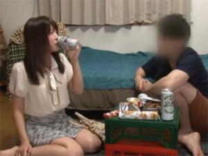 盗撮・バイト先の女子大生を自宅に招き、家飲みからのSEX!!だんだん大胆に・・・