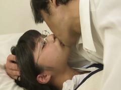 勤務中に生徒と声を押し殺してセクロスを楽しむ女教師