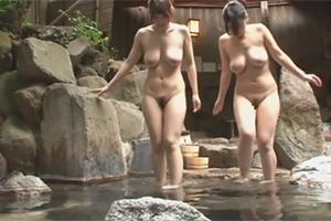「えっ!女??」男湯だと思って露天風呂に入っていたらイイ体した女性客が…