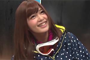 【素人】ゲレンデで光り輝いてたスノボ美少女をMM号に連れ込んで中出し2発!