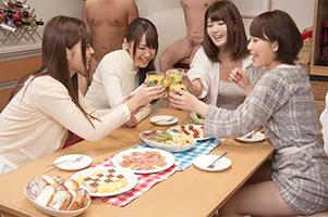 シェアハウスで朝一からチ○ポにしゃぶりつく女子大生たち!