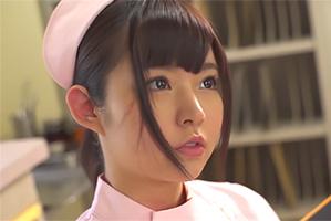 深夜の病室で患者にまたがるアイドル顔負けの美少女ナース 彩乃なな