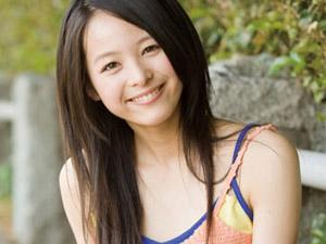 20歳の新人女優がおっぱいモロ出し!