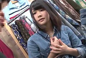 おしゃれな古着屋で愛想よく接客してくれる可愛い店員さんを試着室に押し込みレイプ!