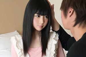 透き通るような白い肌にサラサラの黒髪!これぞ正統派美少女