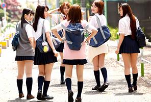 制服女子校生と中出し乱交の画像です