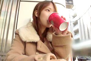 【素人】クリスマス・イヴのスタバが良く似合うモフモフコートの美少女をGET!