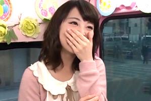 「私とHしませんか?」文学部の巨乳女子大生が賞金10万円を賭けて人生初の逆ナン!
