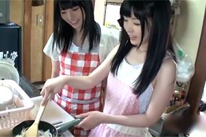 手料理からエッチまで!美少女2人が一人暮らしを頑張ってる学生を身体でサポート!