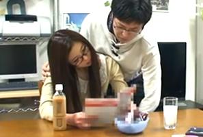 「勝ったらヤらせて?」東大出身家庭教師のプライド煽ってクイズバトル!