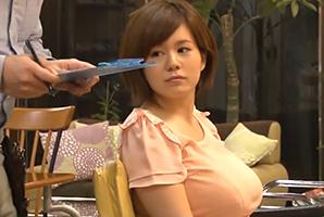 「カットモデルしませんか?」スタッフがいない休日の美容院に連れ込んだメロン乳女子大学生
