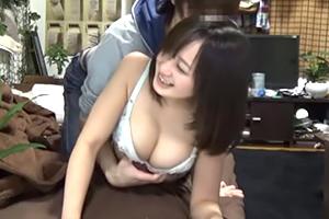 (秘密撮影)たこパーで連れ込んだ女親友の少女美巨乳を堪能するリア充