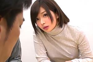 断然ブラなし派な女親友のチクビを凝視してたら目が合ってしまい…
